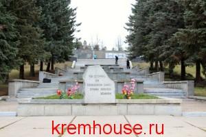 памятник в Кременках